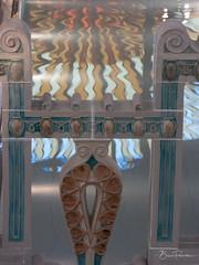 Reflet (bpmm) Tags: nord roubaix lapiscine musée vitrail reflet céramique