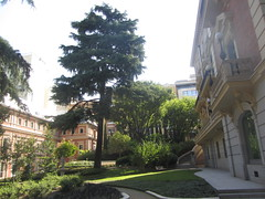 Grounds of Lazaro Galdiano Museum, Calle Serrano, Madrid (d.kevan) Tags: museums madrid calleserrano 1903 grounds grass trees plants paths statues museolazarogaldiano architecturaldetails decorativedetails· windows balconies balustrades steps benches gardens buildings lamps