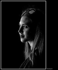 Francesca (magicoda) Tags: italia italy magicoda foto fotografia venezia venice veneto bw persone people maggidavide davidemaggi passione passion voyeur candid bianco nero white black wife upskirt tourists donna woman classic friends nikon d750 dsrl reflex miniskirt 2018 ombre ombra shadow biennale arsenale faccia face portrait ritratto sorriso smile thru occhiali glasses labbra lips