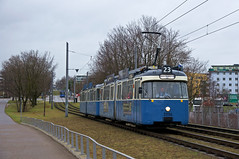 Wenig später geht es für 2006/3004 in die Gegenrichtung die Rampe zur Brücke über den Ring hinauf (Frederik Buchleitner) Tags: 2006 3004 linie23 munich münchen pwagen strasenbahn streetcar tram trambahn