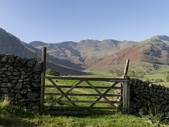 Crinkle Crags (l4ts) Tags: landscape cumbria lakedistrict greatlangdale cumbriaway crinklecrags gate drystonewalls band bowfell mountains fells autumn autumncolours