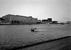 2018-11-08-0013 (fille_ennuyeuse) Tags: berlin germany 35mm black white film kodak tmax400 analog photography rezy marie copenhagen denmark stockholm sweden kelly dave yoha coca cola xxl