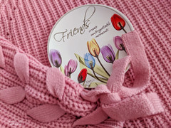 ... unforgettable moments (mariola aga) Tags: sweater pink plate ceramic flowers painting phone pixel2xl friends cozy moments quote art