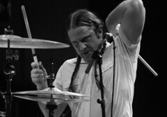 Beat your Face Off! (RICHARD OSTROM) Tags: music nerds monochrome man heavy live tight livemusic concert fans dude drums hotsnakes 2018 madrid spain face bold battle brutal bro fight building just metal justice
