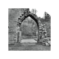 Just made to walk through ! (CJS*64) Tags: boltonabbey boltonpriory panasonic panasoniclx100 lx100 blackwhite bw blackandwhite whiteblack whiteandblack mono monochrome yorkshire cjs64 craigsunter cjs architecture archway stone abbey