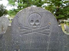 2018.09.23-16.27.24 (Pak T) Tags: cemetery crossbones grave graveyard groton headstone lawrence massachusetts oldburyingground skull skullcrossbones skullandcrossbones