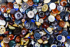 Buttons (CoolMcFlash) Tags: button texture closeup canon eos 60d colors knopf textur farben fotografie photography tamron b008 18270