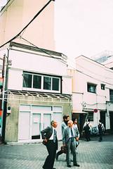 salary men. (barbs--) Tags: tokyo streetphotography streetscene salarymen japan leicam6 kodakportra160 ishootfilm grain analog 35mmfilm voigtländernokton35mm