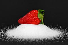 In the Mood for Spring (Walter Horstmann-Cholibois) Tags: strawberry erdbeeren fraise fragola fresa nikon d800 tamron 90mm 28