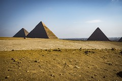 As pirámides de Giza (Sergio Casal) Tags: seleccionar exipto egipto egypt travel trip wanderlust africa luxor portrait giza cairo
