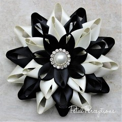 Order this flower as a pin, a magnetic pin or a wrist corsage. #etsy #weddings https://t.co/LwBaDPXW9X https://t.co/jyVlqHN1Fr (petalperceptions.etsy.com) Tags: etsy gift shop fashion jewelry cute