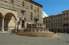 fountain............... (atsjebosma) Tags: fountain fontein gebouw fence hek atsjebosma perugia umbria italy ancient oud old piazzaivnovembre