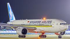 Singapore Airlines Boeing B777-200ER 9V-SQN Bangalore (BLR/VOBL) (Aiel) Tags: singaporeairlines sia boeing b777 b777200er 9vsqn bangalore bengaluru canon60d tamron70300vc night