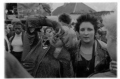 H40-17 Rock Against Racism 1978 (hoffman) Tags: protest racistsantiracists rockagainstracismconcert rar lmhr punk youth concert music antinazileague antiracist politics political anl victoriapark activism fashion style punks clothing dress young rebellious 181112patchingsetforimagerights davidhoffman wwwhoffmanphotoscom