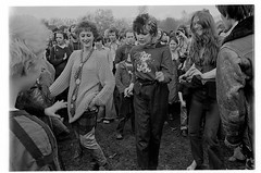H39-34 Rock Against Racism 1978 (hoffman) Tags: protest racistsantiracists rockagainstracismconcert rar lmhr punk youth concert music antinazileague antiracist politics political anl victoriapark activism fashion style punks clothing dress young rebellious 181112patchingsetforimagerights davidhoffman wwwhoffmanphotoscom