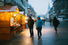 (Botond Pataki) Tags: hungary hungarian kaposvar street pedestrian streetphotography walk walking pair snow snowing evening winter advent lights candid fair vsco vscofilm