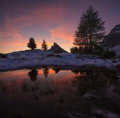 quattro stagioni (Sagui Andrea) Tags: paesaggio lanscape montagna mountain alpi alps lago lake rosso red neve snow sunset tramonto unesco dolomiti dolomiten nikon riflessi reflection