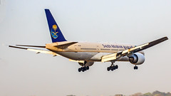 Saudi Arabian Airlines Boeing B777-200(ER) HZ-AKV Mumbai (VABB/BOM) (Aiel) Tags: saudiarabianairlines boeing b777 b777200er hzakv mumbai canon60d tamron70300vc
