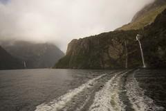 Milford Sound, Fiordland, NZ (José Rambaud) Tags: milfordsound fiordland nubes misty clouds newzealand nuevazelanda montañas montagnes montaña mountains mar sea tasmansea pacificocean pacific cascada waterscape water waterfall