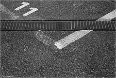 Straße abstrakt (geka_photo) Tags: gekaphoto kiel schleswigholstein deutschland parkhaus parkplatz strase asphalt abstrakt markierung