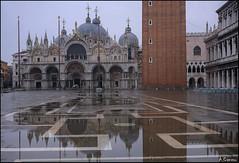 Reflejos. (antoniocamero21) Tags: amanecer color foto sony plaza marcos san reflejos agua venecia italia veneto iglesia composición cúpulas