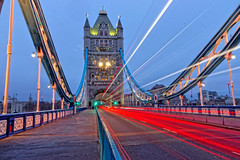 Light Trails (Geoff Henson) Tags: bridge towerbridge morning daybreak dawn lighttrails traffic road pavement railings fence suspension tower lights starburst