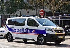 Police Paris - TC CI (Arthur Lombard) Tags: police policedepartment policecar policestation policenationale nikon nikond7200 peugeot peugeotexpert led gyrophare gyroled bluelight emergency 112 17 911 999 ci paris