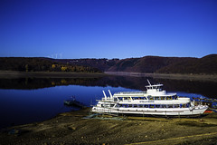 Eifel0051Rursee (schulzharri) Tags: eifel see lake deutschland germany europa europe water sun wasser sonne landschaft gras himmel meer berg baum wald bucht felsen