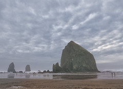 Haystack Rock in Grey Mist (thies59) Tags: haystack rock mist cannonbeach oregon seastack