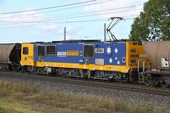 6656. 7116 mid train unit on UV95 loaded coal at Yukan 30-10-14 (Aussie foamer) Tags: 7116 71class 7100class siemens coaltrain pacificnational yukan queensland train railway electriclocomotive locomotive rpauqld71class rpauqld71class7116