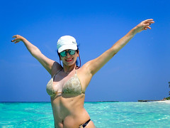 Aphrodite in the sea (RCARCARCA) Tags: 2018 hat blue mirrorglasses dhigali turquoise olympus nike baseballcap sky maldives water paradise sunshine white