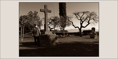SANT MATEU DE BAGES-CREU-ESGLESIA-CEMENTIRI-EXCURSIONS-ESPIRITUALITAT-HISTORIA-PAISATGES-CATALUNYA-FOTOS-ARTISTA-PINTOR-ERNEST DESCALS (Ernest Descals) Tags: santmateudebages creu creus cruz cruces cross monuments monumentos monumento esglesia iglesia jardins jardines garden cementerio cementiri tumbas historia history bages manresa comarca excursions excursion excursiones graveyard poble villages pobles pueblo pueblos village barcelona catalunta cataluña catalonia espiritualitat espiritualidad espirituales spiritual pictures fotos fotografia ernestdescals hierba pintor viajar traveler poder telurico teluricas power paisatge paisatges paisaje paisajes portrait retrato landscape landscaping elegancia artist artista painter mensajes messages arboles arbres montaña montañas municipi municipis catalans catalanes santamision