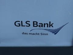 Wohin? Zu Sinn (mkorsakov) Tags: dortmund hbf bahnhof mainstation werbung commercial citylight glsbank sinnmachen sprache