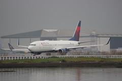 N372DA Delta Air Lines Boeing 737-832 (BayAreaA380Fan Photography) Tags: unitedairlines unitedexpress embraer emirates embraererj175lr boeing airbus boeing737 boeing747 boeing757 boeing767 boeing777 737 747 757 767 777 787 dreamliner boeing787 airbusa330 airbusa319 airbusa380 airbusa320 airbusa321 airbusa350 a319 a320 a321 airbusa340 a340 a350 a380 superjumbo deltaairlines interjet alaskaairlines moretolove allnipponairways staralliance ana aircanada aircanadajetz southwestairlines cathaypacific koreanair aeromexico japanairlines klm klmroyaldutchairlines icelandair virginamerica virginatlantic americanairlines americaneagle qantas evaair privatejet britishairways airfrance lufthansa wheelsup beechb300superkingair350 fedex planespotting sanfranciscointernationalairport sfo ksfo