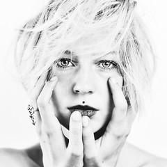 Célia Close-up #6 (@phr_photo) Tags: portrait face visage closeup noiretblanc monochrome regard expressive expression femme modele model girl woman hand main autoremovedfrom10to25faves