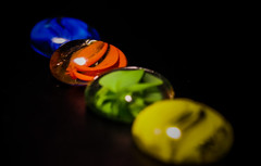 Colors (Jose Rahona) Tags: cristal crystal glass beads colores rojo amarillo azul verde red green yellow blue