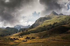 The settlement... (Giacomo della Sera) Tags: landscape valley settlement asentamiento casas houses house montaña mountain luz light nubes clouds scenic scenary paisaje