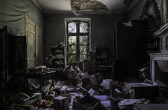 Érudit. (LoquioR) Tags: mansion manoir house room abandon abandoned abandonné decay exploration urbex urbaine