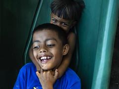 Hermandad (ivnpourtous) Tags: portraits retrato retratos portrait portraiture nikon cdmx caravanamigrante niñosmigrantes niños niño children child kids
