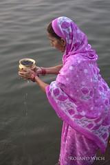 Varanasi (Rolandito.) Tags: asia india inde indien benares varanasi ganges ganga river portrait people