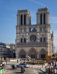 Notre-Dame de Paris II (Jack Landau) Tags: paris france europe eu architecture history building city urban canon 5d jack landau stone limestone sky church notredame notre dame