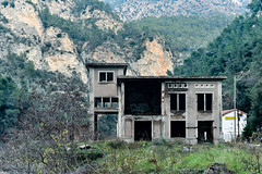 Abandoned House (vicinity of decommissioned railroad station) Piene, France (adamkmyers) Tags: piene france provence oncewashome abandonedhouse abandoned cotedazur