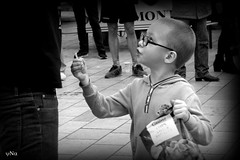 journée mondiale du refus de la misère (ynatentive) Tags: enfant monochrome partage noiretblanc journéemondialedurefusdelamisère partajaime yna montpellier atdquartmonde child share blackandwith theworlddayoftherefusalofmisery occitanie 34