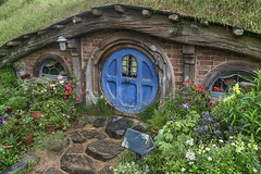 181203_024 A taste of Hobbiton, New Zealand (MiFleur...Thanks for visiting!) Tags: newzealand travel round blue hobbit rural movieset voyage flowers fleurs