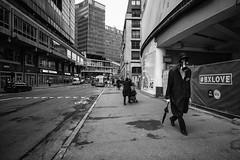 (m.oja) Tags: brussels bruxelles leicamonochrom bw performer street