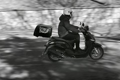 El que esté libre de PK2 , lleva una vida de mierda. (elena m.d.) Tags: barrido nikon d5600 1855 guadalajara street callejeras elena