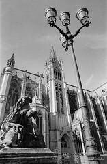 Cathédrale de Metz 1 (Tormod Dalen) Tags: mx smcpentax2435 tx400 metz france cathedral catédrale church eglise city architecture argentique film bwfilm noirblanc lorraine kodak pentax vintage vintageglass