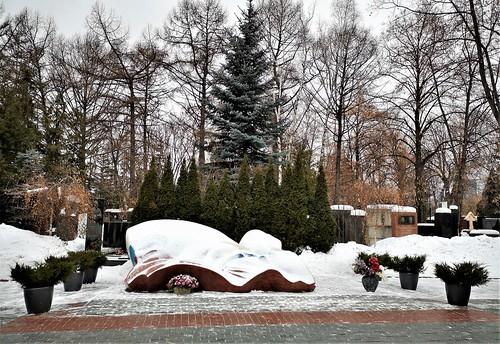 El Cementerio Novodévichi (en ruso Новодевичье кла́дбище, Novodévichiye kládbishche) es el cementerio más famoso de Moscú