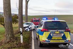 Alleinunfall L3275 Strinz-Trinitatis/Limbach 18.12.18 (Wiesbaden112.de) Tags: a1 alleinunfall audi baum carsharing feuerwehr hünstetten l3275 landesstrase landstrase limbach polizei rtk rheingautaunuskreis stenzel strinztrinitatis unfall untertaunus verkehrsunfall wiesbaden112 bookndrive sst deutschland deu