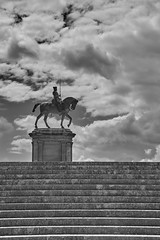 En avant... (J-LucV.) Tags: régions hautsdefrance chantilly artetculture sculture statue